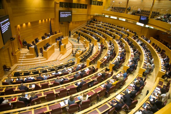 Resumen Semanal: El Gobierno se somete a sus primeras sesiones de control en los Plenos del Congreso y el Senado