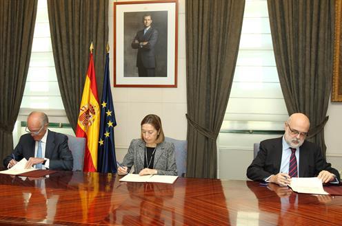 Firma del acuerdo ADIF y UNESID 13
